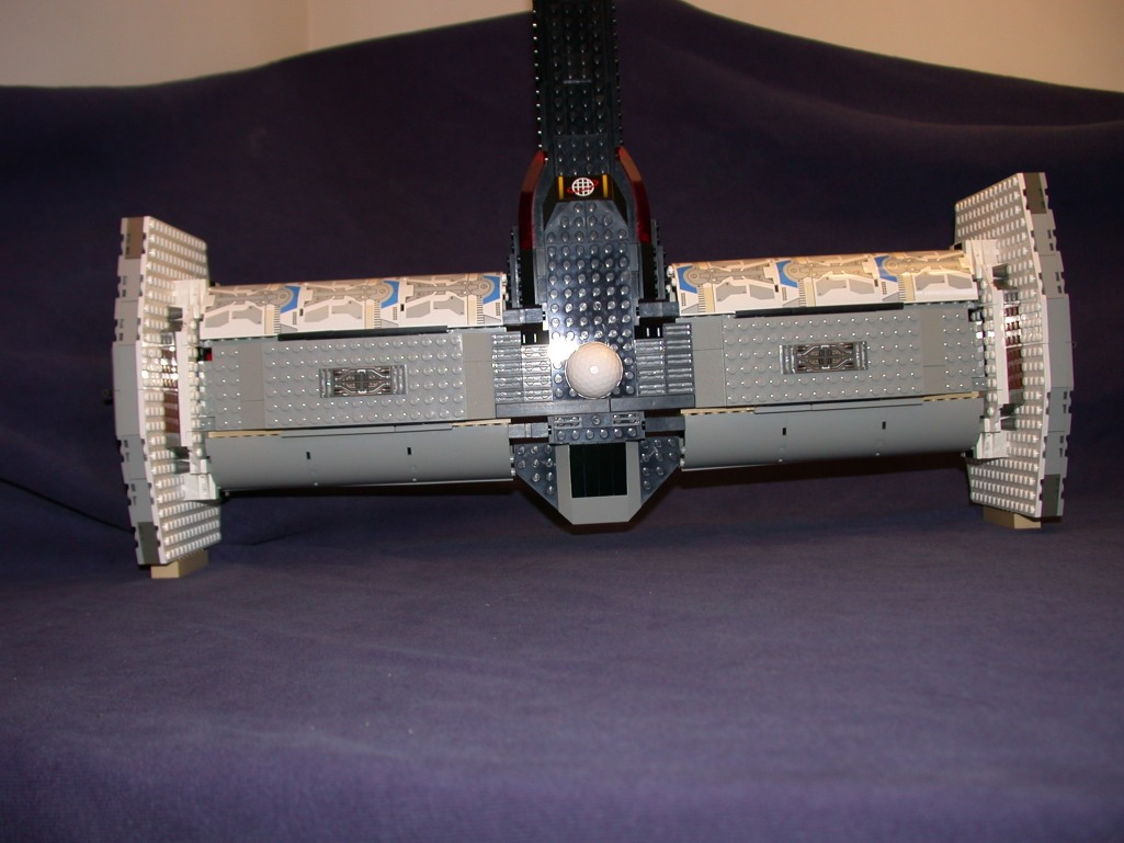 Top rear 04 from LEGO Space Mother Ship GallaghersArt_top_rear_04.jpg